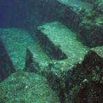 Япония: Остров Йонагуни в океане есть